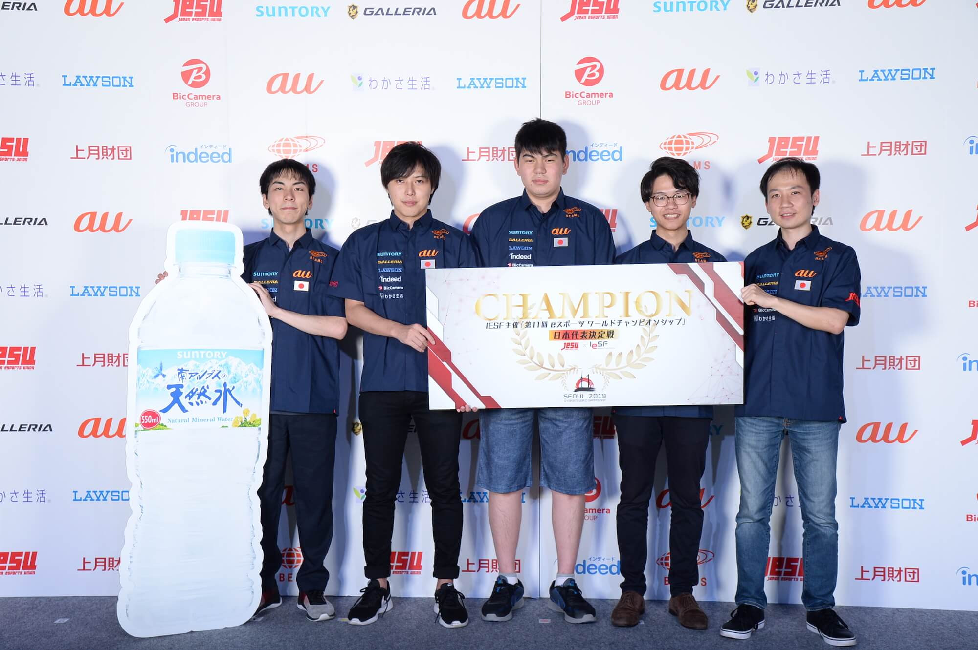 左から、Suan選手、野球犬選手、うたたねかえる選手、Arab選手、toyomaru選手